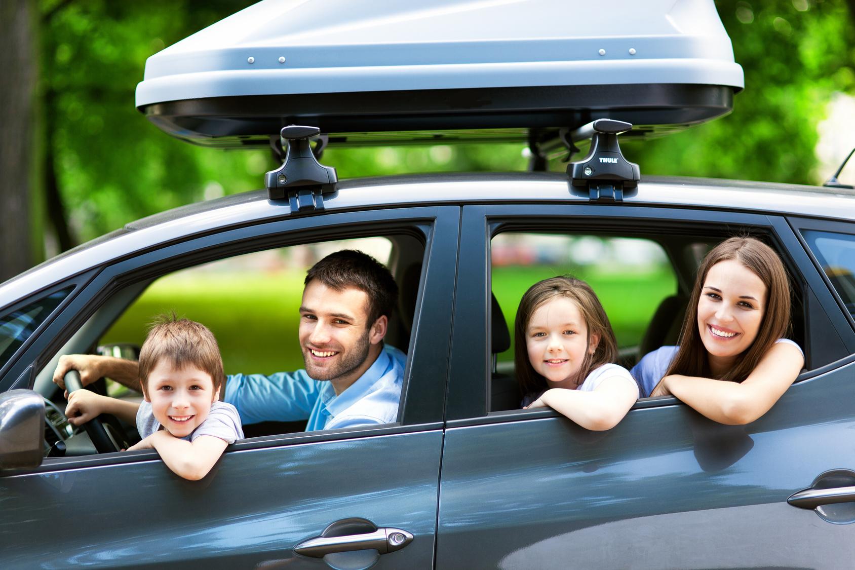 controlli auto prima delle vacanze famiglia